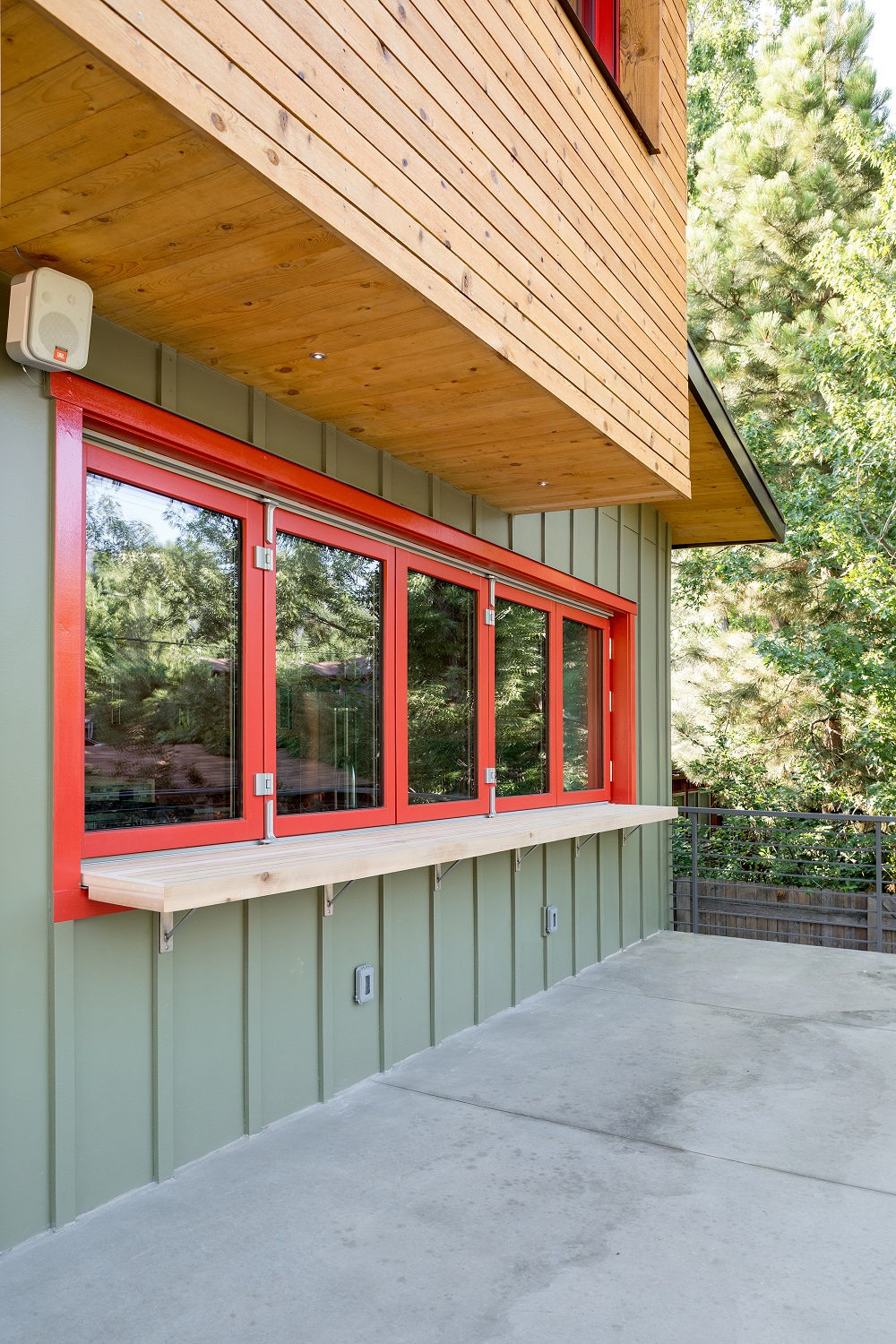 S.33rd-Ext-Kitchen-Windows-Closed (1500)